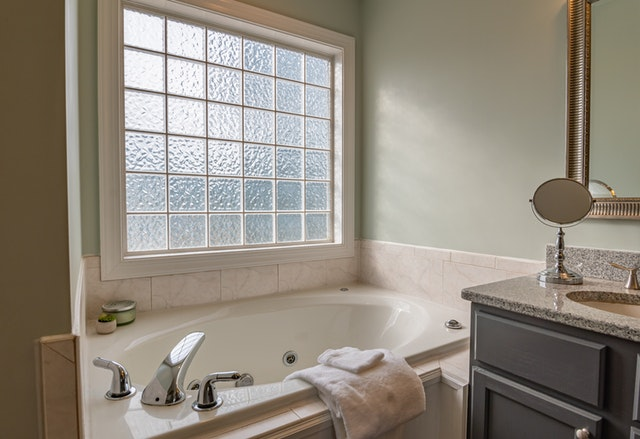 How to remove rust from bathtubs and bathroom fixtures